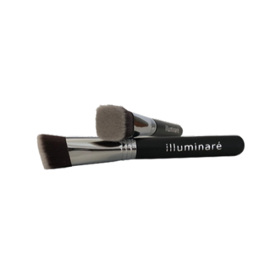 Illuminaire square angled foundation brush shaped to easily reach the inner corners of the eyes.
